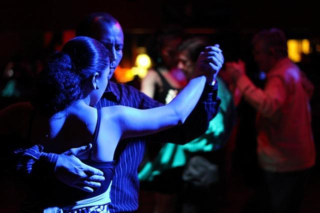dance-238263_640