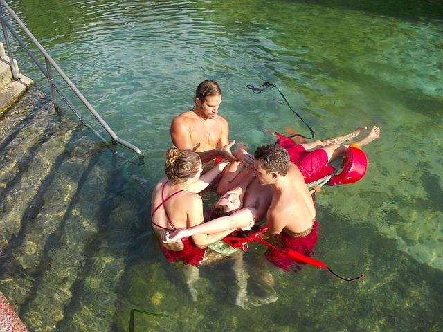 lifeguard-1129225_640
