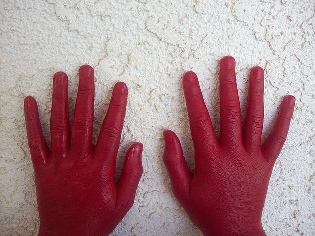 red-hand-1168908_640